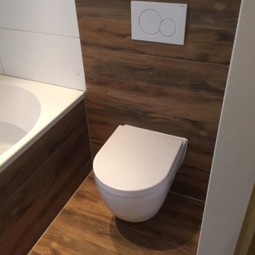 STProjectbegeleiding - Vernieuwde badkamer met laminaat tegels